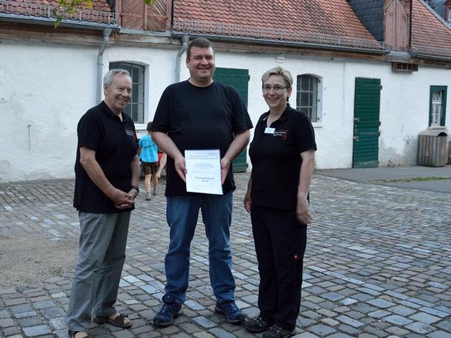 von links nach rechts: Willi Klauer (stv. Vorsitzender Förderverein Fasanerie Wiesbaden e.V.), Stephan Rohmann, Conny Kempken (Vorsitzende Förderverein Fasanerie Wiesbaden e.V.)